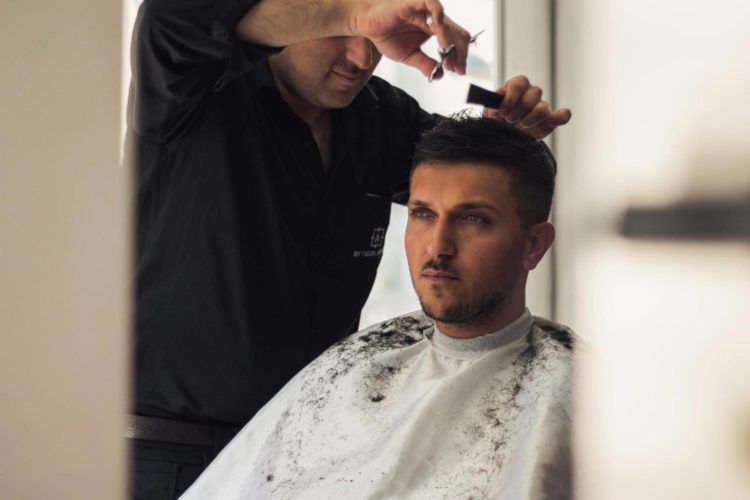運転免許証写真の髪型【男性編】写真の規格や適した髪型とそのセット方法を紹介2