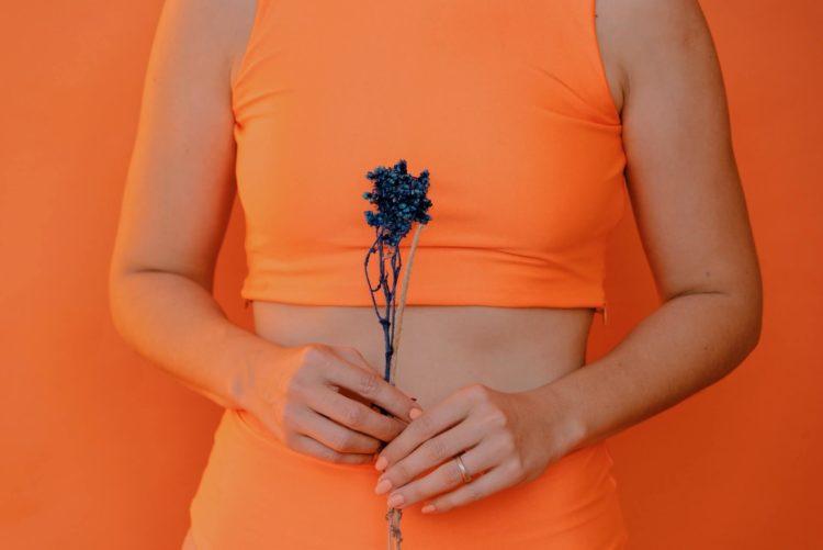 マイナンバー写真の写りを良くする女性の服装や避けるべき服装を紹介2