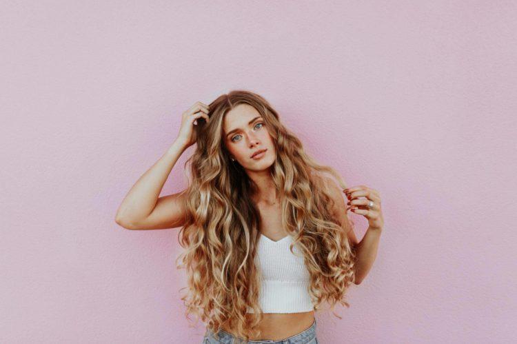 【女性】パスポート写真の髪型は?規格を押さえたおすすめ髪型を紹介2