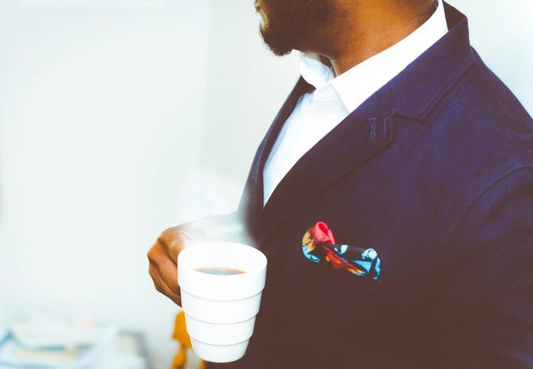 【男性向け】ビジネスプロフィール写真で着るべきシャツを紹介3