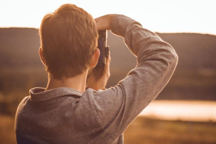 【男性】適切なパスポート写真の髪型は?NGポイントやセット方法を紹介3