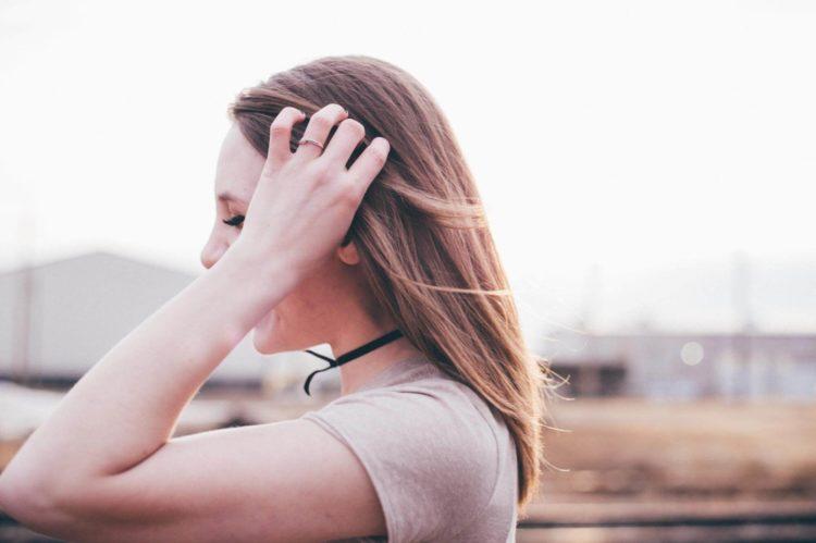 【女性】パスポート写真の髪型は?規格を押さえたおすすめ髪型を紹介4