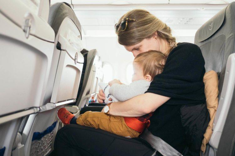 難しい赤ちゃんのパスポート写真を撮るコツや撮影のルールを解説5