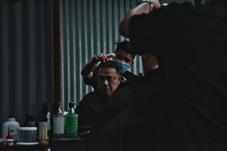 【男性】適切なパスポート写真の髪型は?NGポイントやセット方法を紹介6