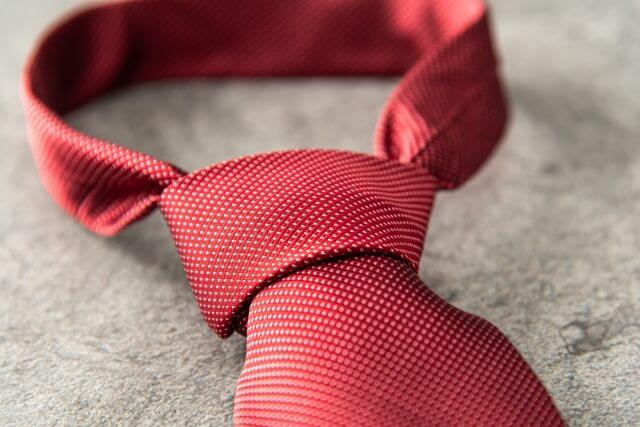 ビジネスプロフィール写真におすすめのネクタイや結び方を紹介8