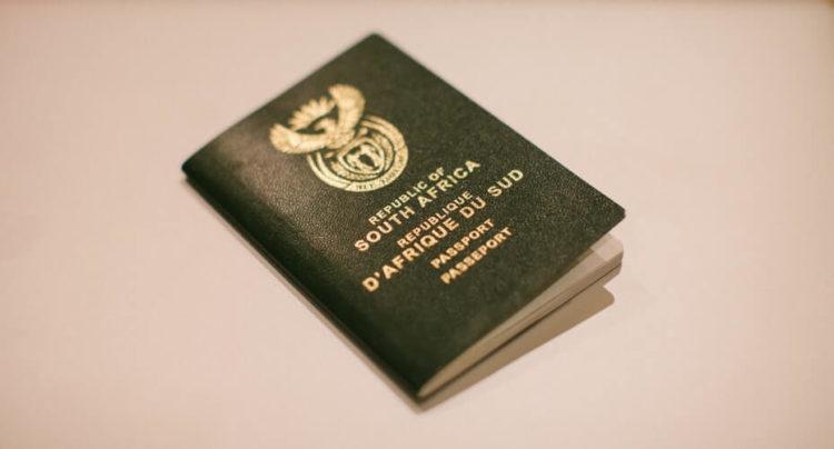 履歴書写真とは違う!パスポート写真のサイズや撮影できる場所を解説1