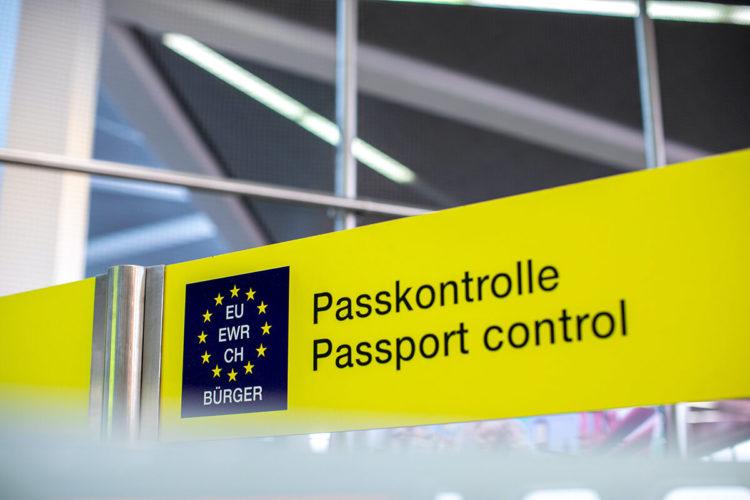 パスポートの写真にスマホでの自撮りは使える?自撮りのコツを解説2
