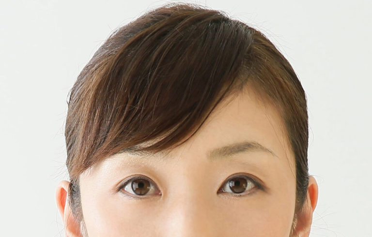 知らなきゃ損!パスポート写真で耳が髪で隠れていても問題ないかを解説2
