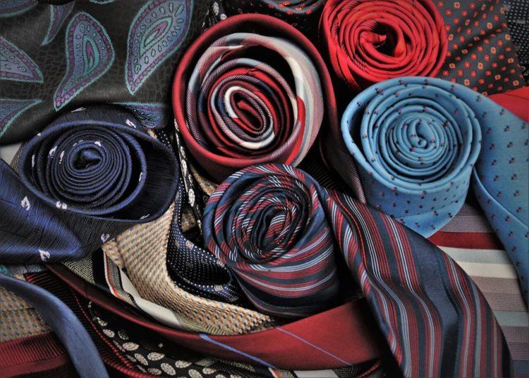 七五三写真でパパはネクタイ付けて!適した選び方やおすすめの結び方を紹介16