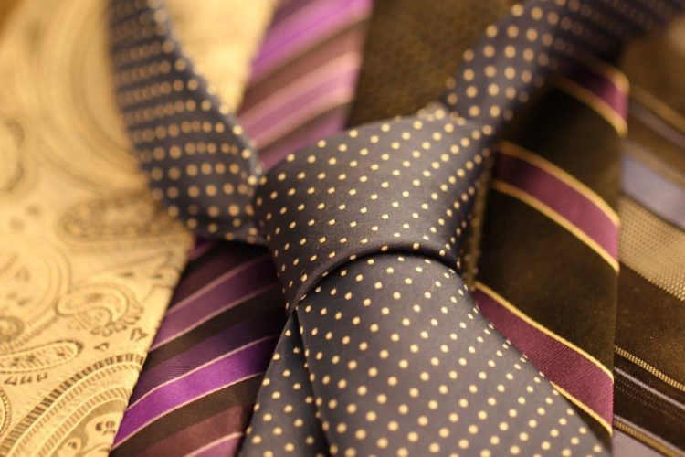 七五三写真でパパはネクタイ付けて!適した選び方やおすすめの結び方を紹介17