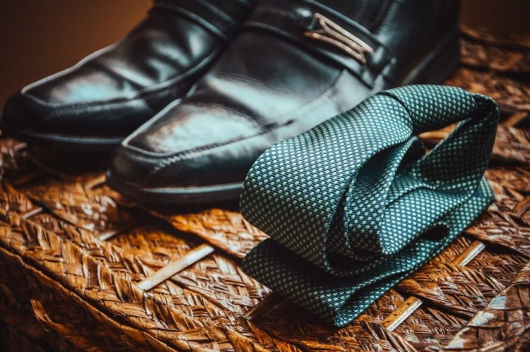 七五三写真でパパはネクタイ付けて!適した選び方やおすすめの結び方を紹介18