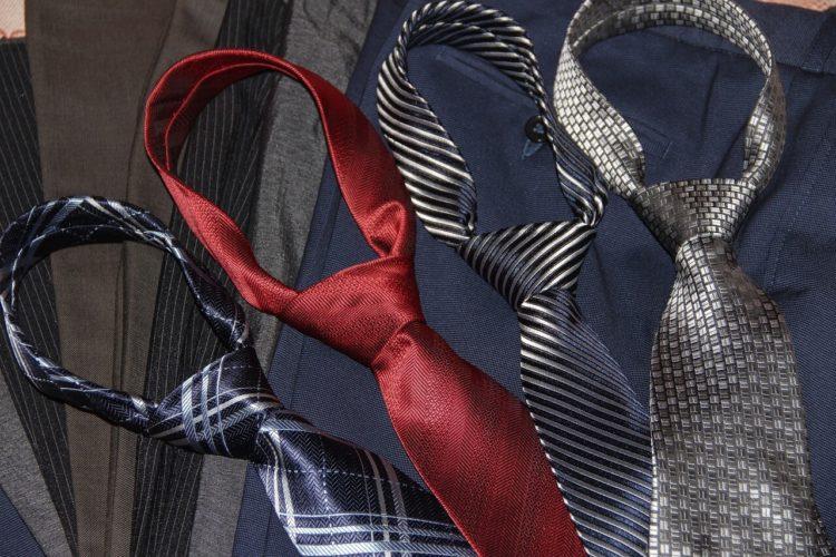 七五三写真でパパはネクタイ付けて!適した選び方やおすすめの結び方を紹介4