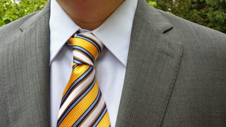 七五三写真でパパはネクタイ付けて!適した選び方やおすすめの結び方を紹介6