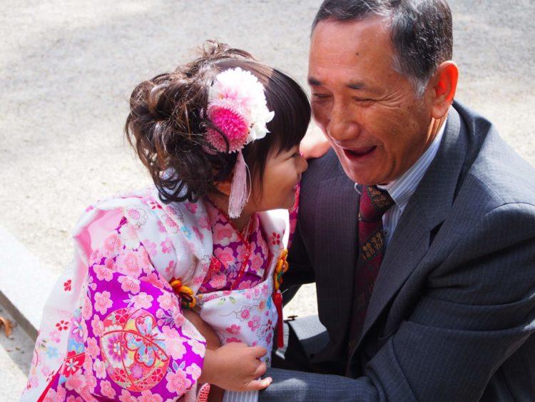 七五三写真でパパはネクタイ付けて!適した選び方やおすすめの結び方を紹介8