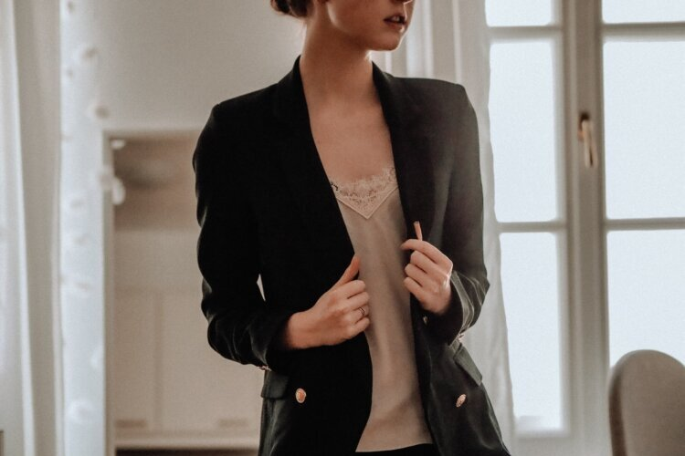 【女性向け】プロに負けないビジネスプロフィール写真の撮り方を紹介