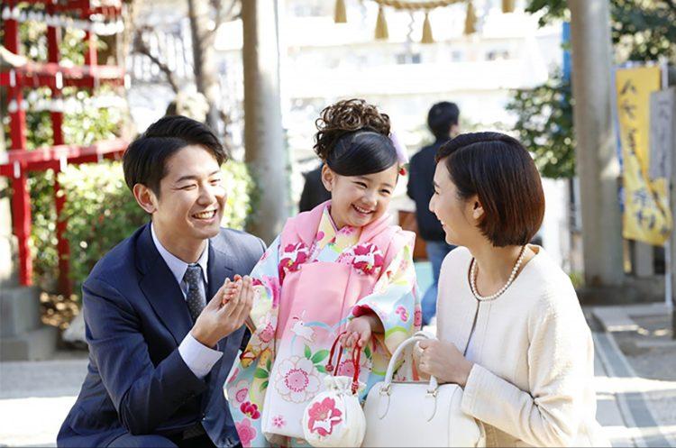 七五三写真を撮るときにおすすめのポーズを男女・家族写真別に紹介8