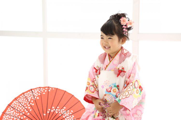 【七五三写真】3歳女の子のかわいい髪型とママでも簡単なお家でのセット方法9