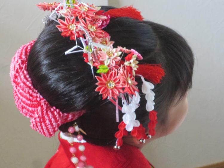 【七五三写真】3歳女の子のかわいい髪型とママでも簡単なお家でのセット方法2