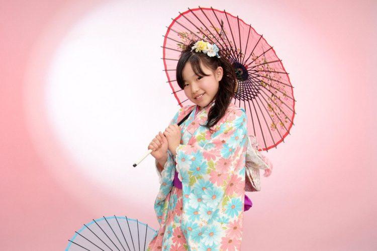 7歳女の子のおしゃれな七五三写真の髪型とセルフセット方法を長さ別に紹介2