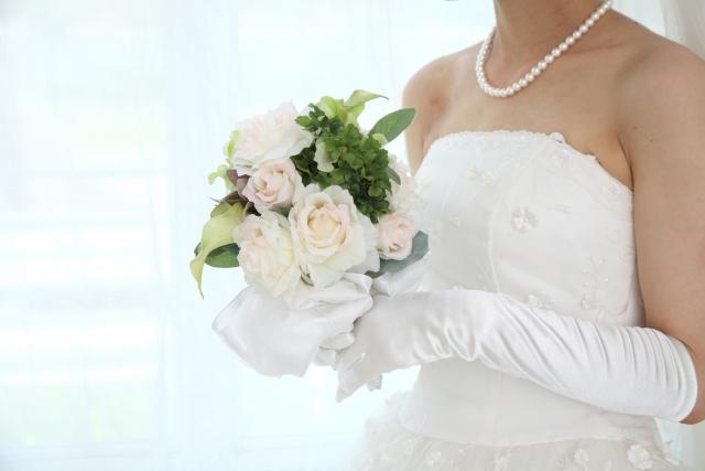 ミディアムの花嫁に人気のフォトウェディング髪型スタイル&髪飾り1