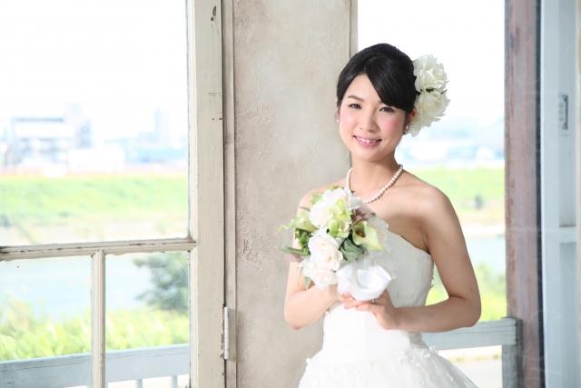 ミディアムの花嫁に人気のフォトウェディング髪型スタイル&髪飾り3