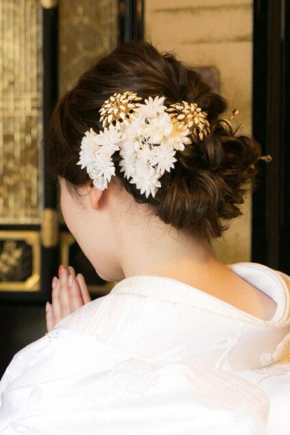 ロングの花嫁はドレスか和装で髪型選び!人気スタイルと髪飾りを紹介11