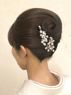 ロングの花嫁はドレスか和装で髪型選び!人気スタイルと髪飾りを紹介7
