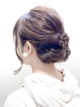 ロングの花嫁はドレスか和装で髪型選び!人気スタイルと髪飾りを紹介5