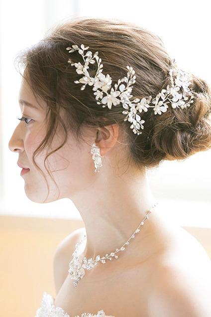ロングの花嫁はドレスか和装で髪型選び!人気スタイルと髪飾りを紹介10