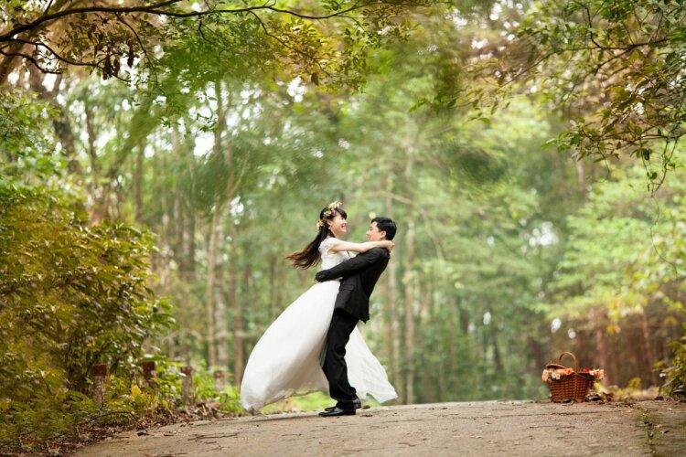 ロングの花嫁はドレスか和装で髪型選び!人気スタイルと髪飾りを紹介1