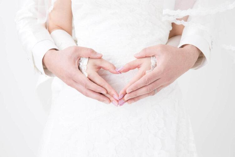 授かり婚カップルはウェディング&マタニティフォト|写真館の選び方やポーズや費用を紹介1