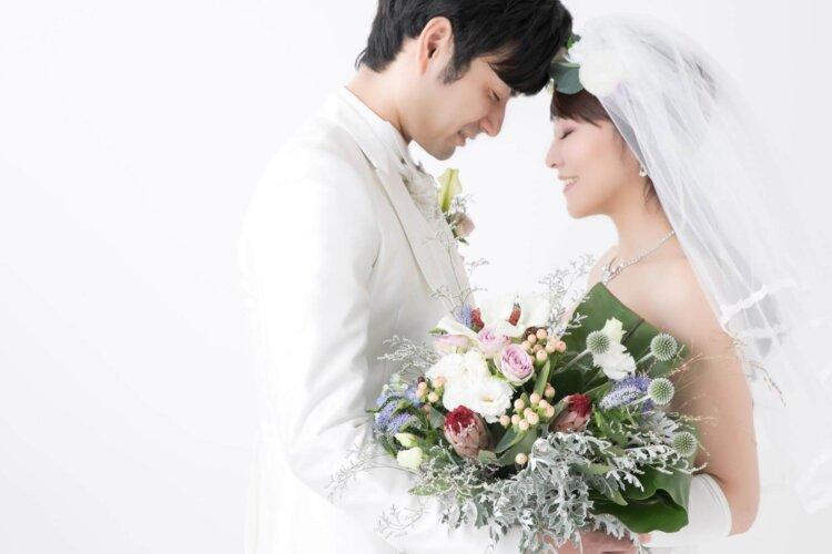 授かり婚カップルはウェディング&マタニティフォト|写真館の選び方やポーズや費用を紹介9