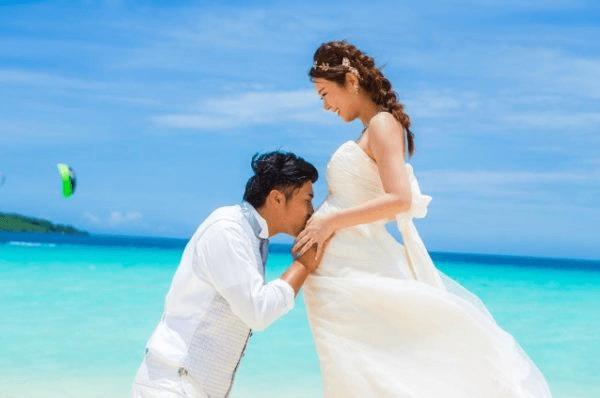 授かり婚カップルはウェディング&マタニティフォト|写真館の選び方やポーズや費用を紹介10