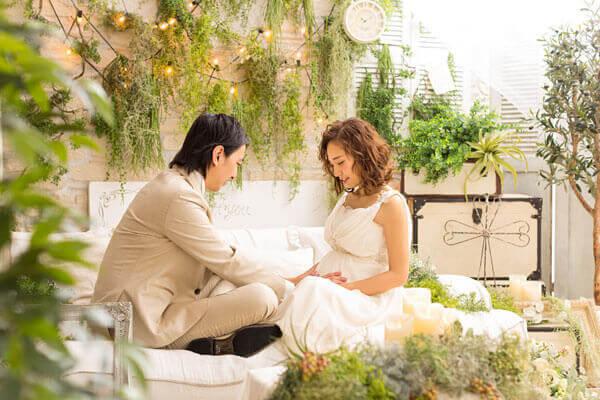 授かり婚カップルはウェディング&マタニティフォト|写真館の選び方やポーズや費用を紹介13