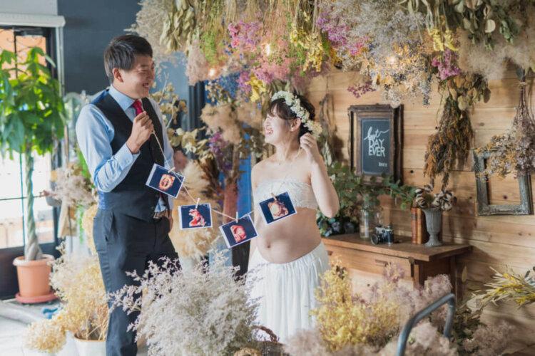 授かり婚カップルはウェディング&マタニティフォト|写真館の選び方やポーズや費用を紹介14