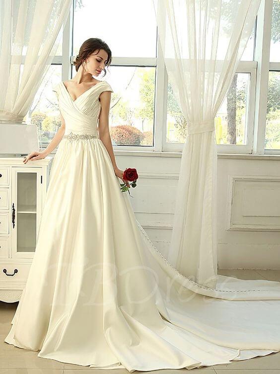 フォトウェディングの花嫁ドレス|形・色・ブランド・体型・年代別の選び方29
