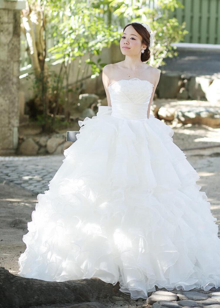 フォトウェディングの花嫁ドレス|形・色・ブランド・体型・年代別の選び方4