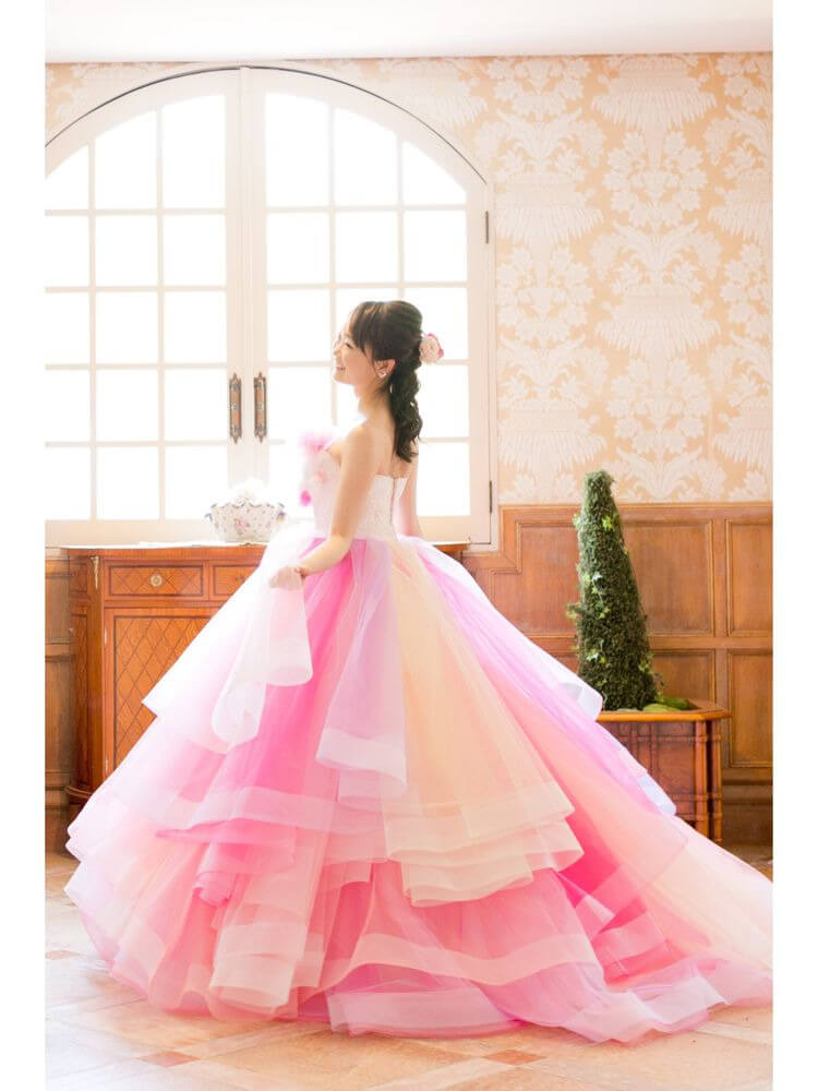フォトウェディングの花嫁ドレス|形・色・ブランド・体型・年代別の選び方10