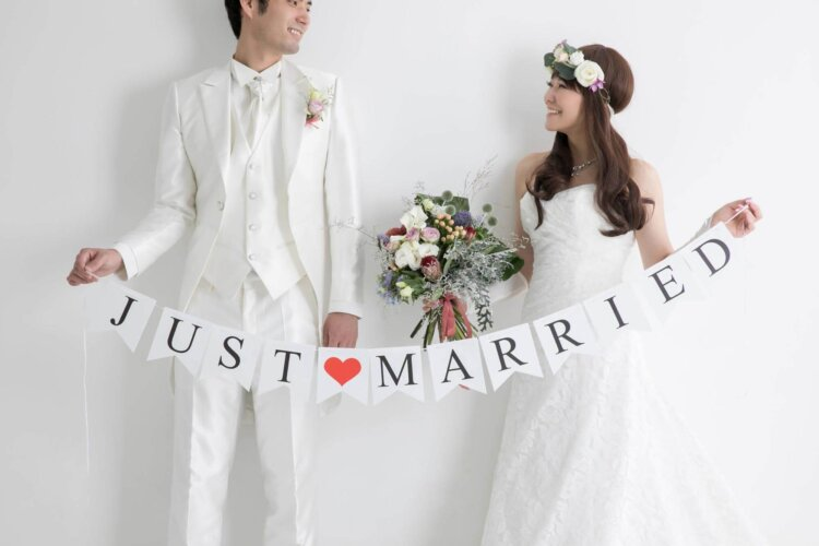 フォトウェディングの花嫁ドレス|形・色・ブランド・体型・年代別の選び方1