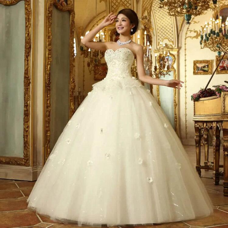 フォトウェディングの花嫁ドレス|形・色・ブランド・体型・年代別の選び方5