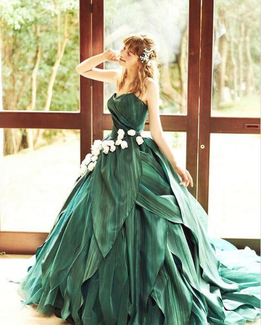 フォトウェディングの花嫁ドレス|形・色・ブランド・体型・年代別の選び方13