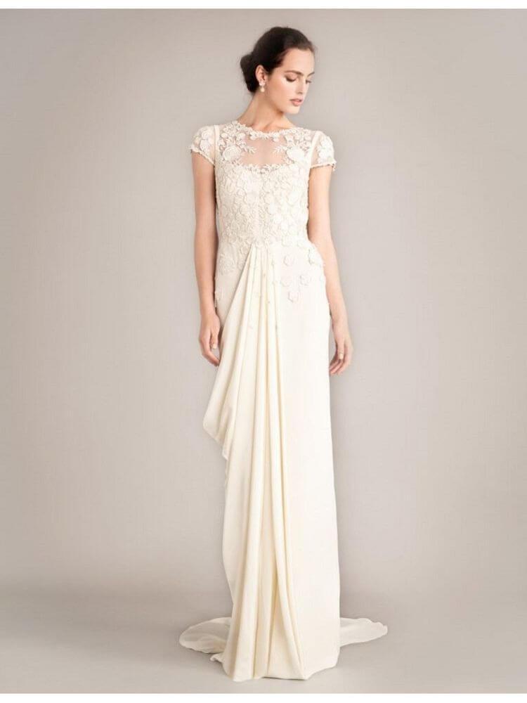 フォトウェディングの花嫁ドレス|形・色・ブランド・体型・年代別の選び方7