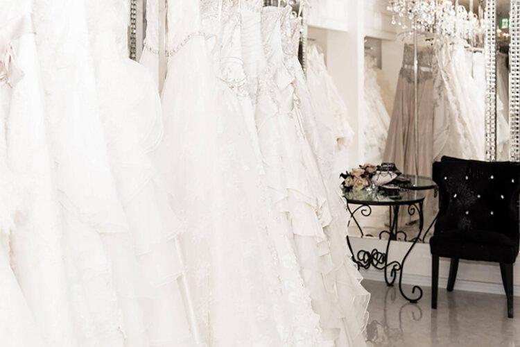 フォトウェディングの花嫁ドレス|形・色・ブランド・体型・年代別の選び方2