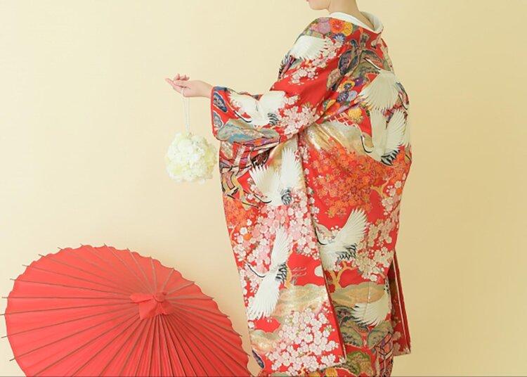 フォトウェディングの和装は白無垢・色打掛・引き振袖のどれ?花嫁に人気の柄や定番の色を紹介2