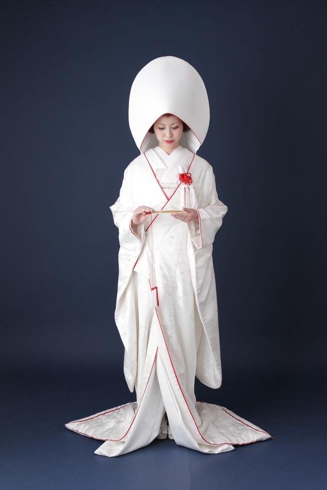 フォトウェディングの和装は白無垢・色打掛・引き振袖のどれ?花嫁に人気の柄や定番の色を紹介3