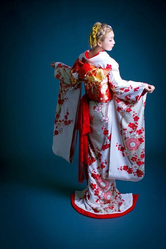 フォトウェディングの和装は白無垢・色打掛・引き振袖のどれ?花嫁に人気の柄や定番の色を紹介22