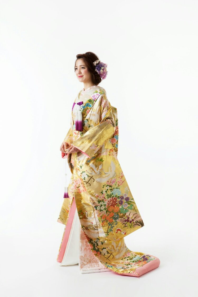 フォトウェディングの和装は白無垢・色打掛・引き振袖のどれ?花嫁に人気の柄や定番の色を紹介8