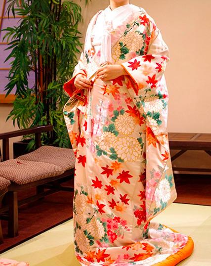 フォトウェディングの和装は白無垢・色打掛・引き振袖のどれ?花嫁に人気の柄や定番の色を紹介25