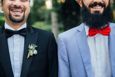 フォトウェディングの新郎の衣装は種類・色・柄で選ぶ!ネクタイ・シャツ・小物も紹介17