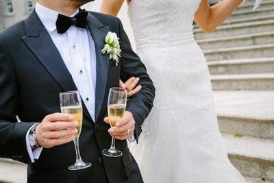 フォトウェディングの新郎の衣装は種類・色・柄で選ぶ!ネクタイ・シャツ・小物も紹介13